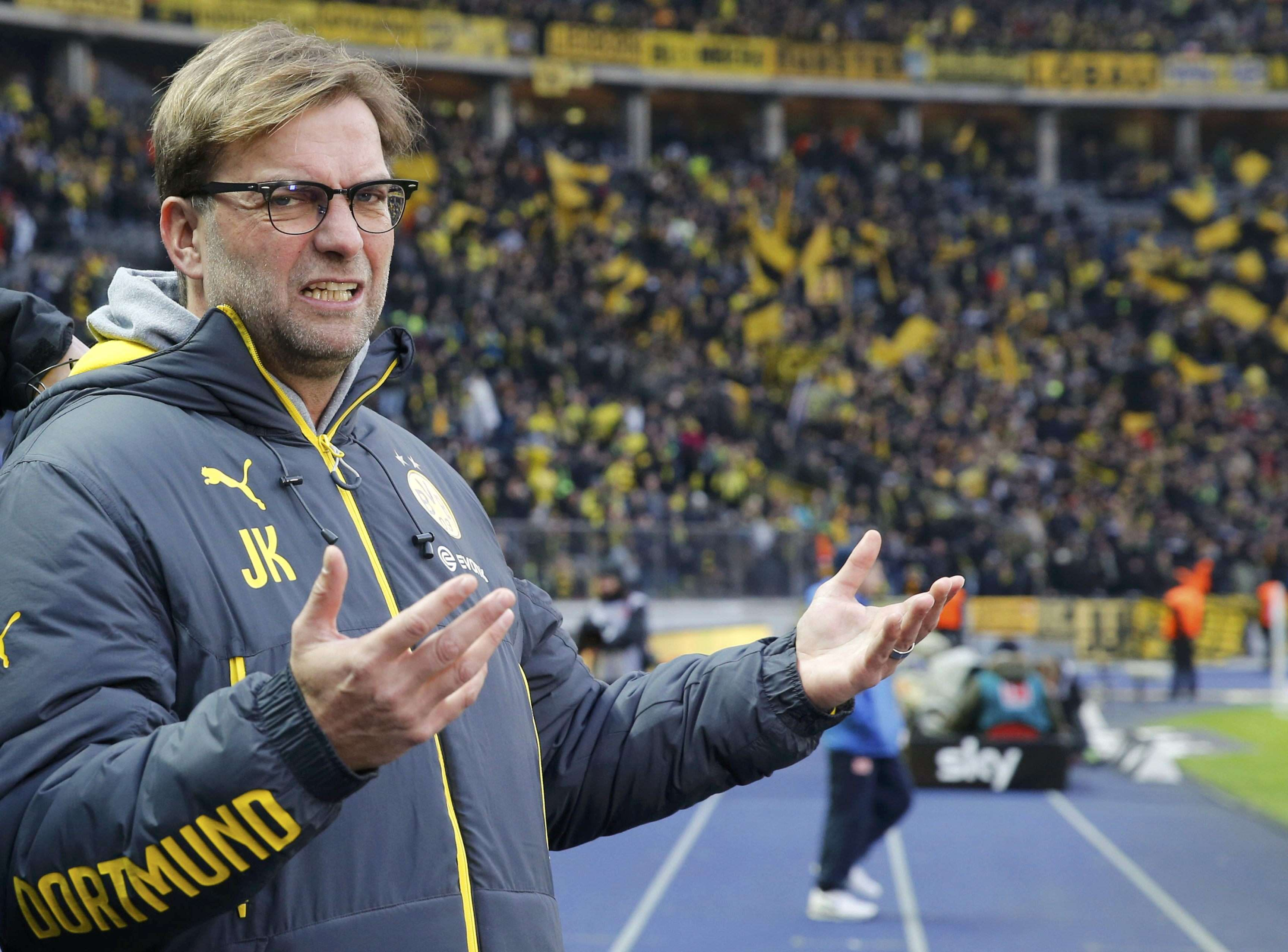 Dortmund's coach Juergen Klopp reacts before the German first division Bundesliga soccer match against Hertha Berlin's in Berlin December 13, 2014. REUTERS/Fabrizio Bensch (GERMANY - Tags: SPORT SOCCER) DFL RULES TO LIMIT THE ONLINE USAGE DURING MATCH TIME TO 15 PICTURES PER GAME. IMAGE SEQUENCES TO SIMULATE VIDEO IS NOT ALLOWED AT ANY TIME. FOR FURTHER QUERIES PLEASE CONTACT DFL DIRECTLY AT + 49 69 650050. Foto: FABRIZIO BENSCH/REUTERS