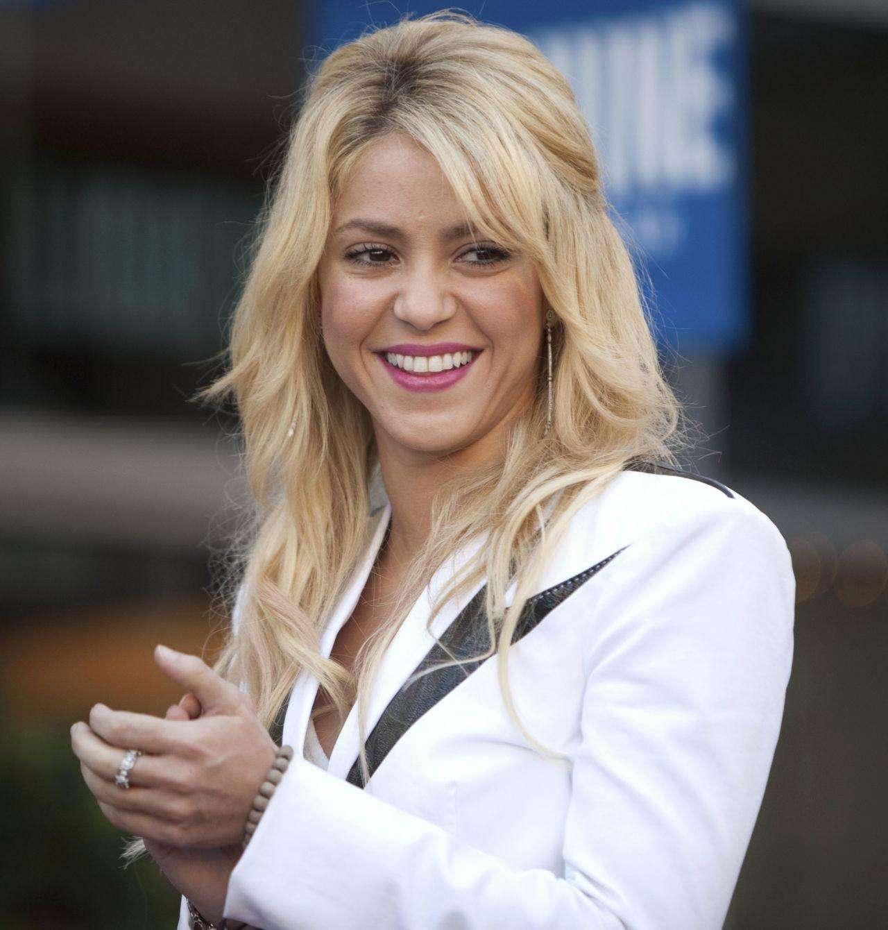 Shakira le enseña siete idiomas a Milan Foto: Agencia Mezcalent