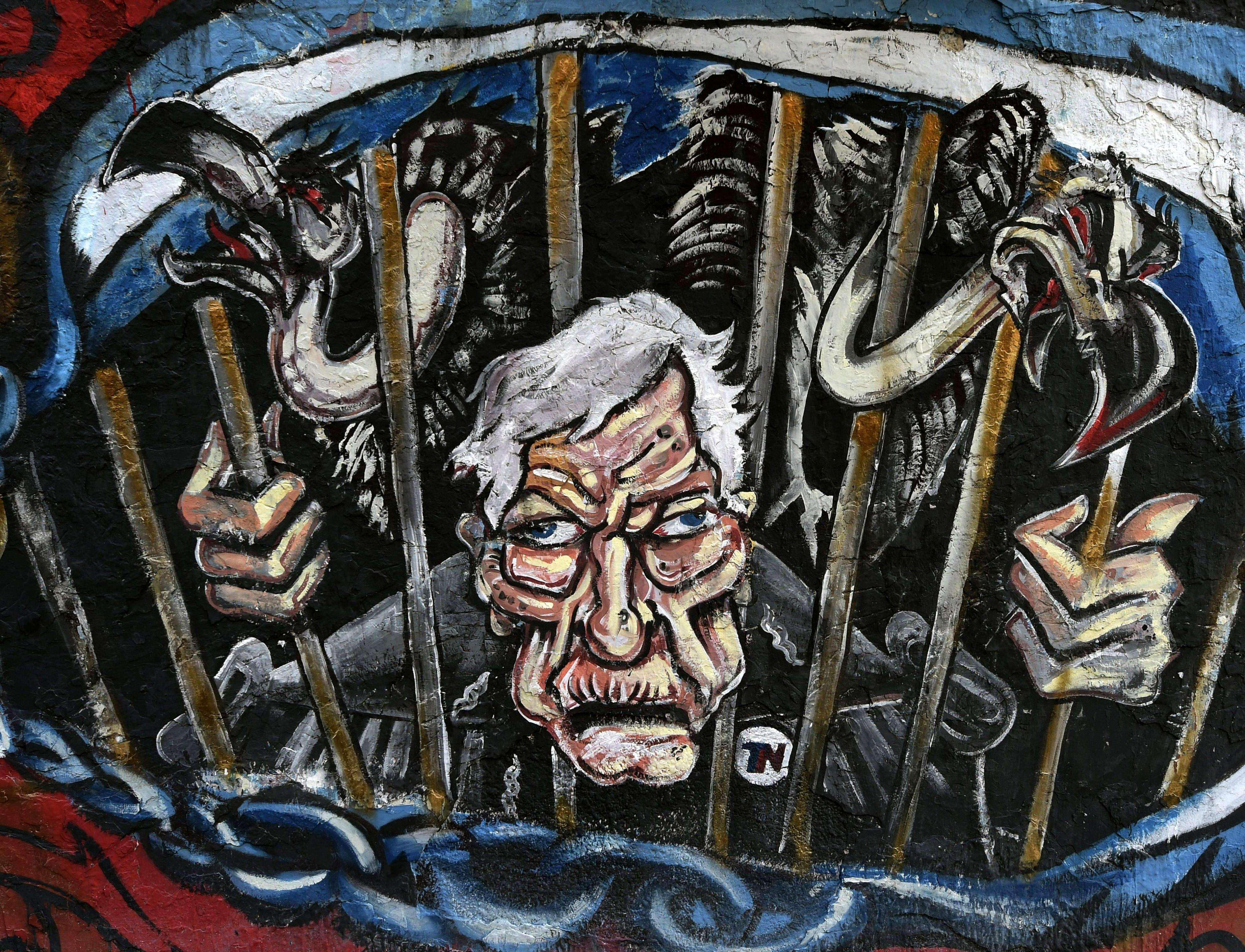 Afiches y graffitis en Argentina, en contra del juez Thomas Griesa. Foto: NA