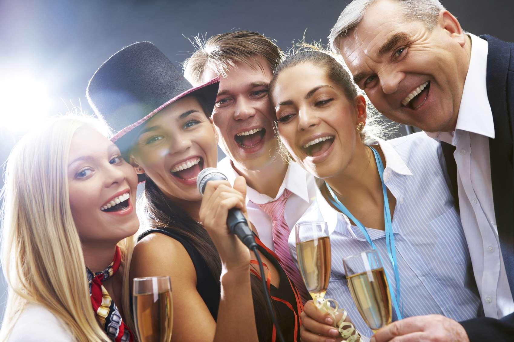 Recuerda que lo más importante al celebrar es convivir con nuestros seres queridos. Foto: iStock