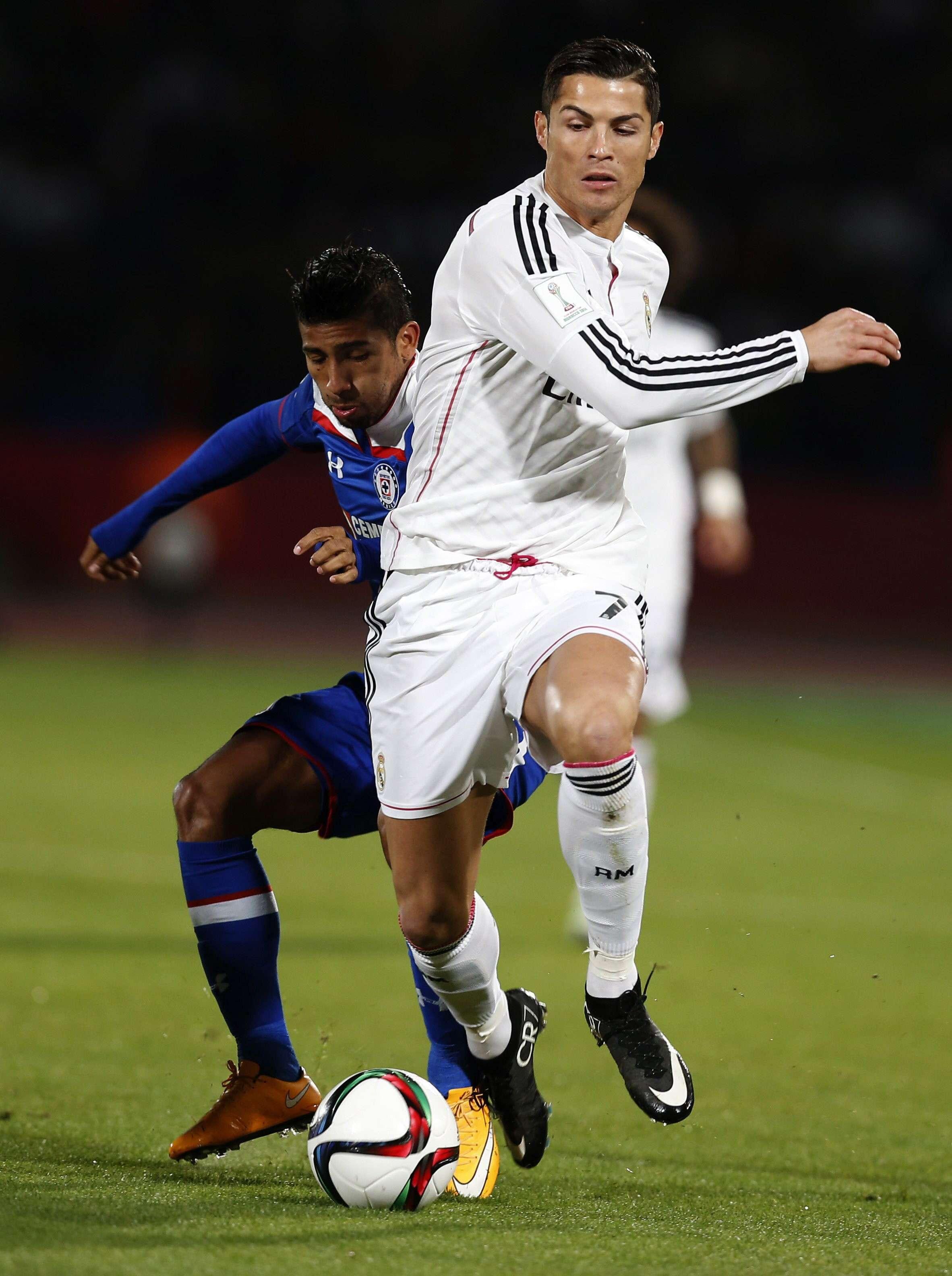 Cristiano Ronaldo tenta jogada em Marrakech Foto: Chema Moya/EFE