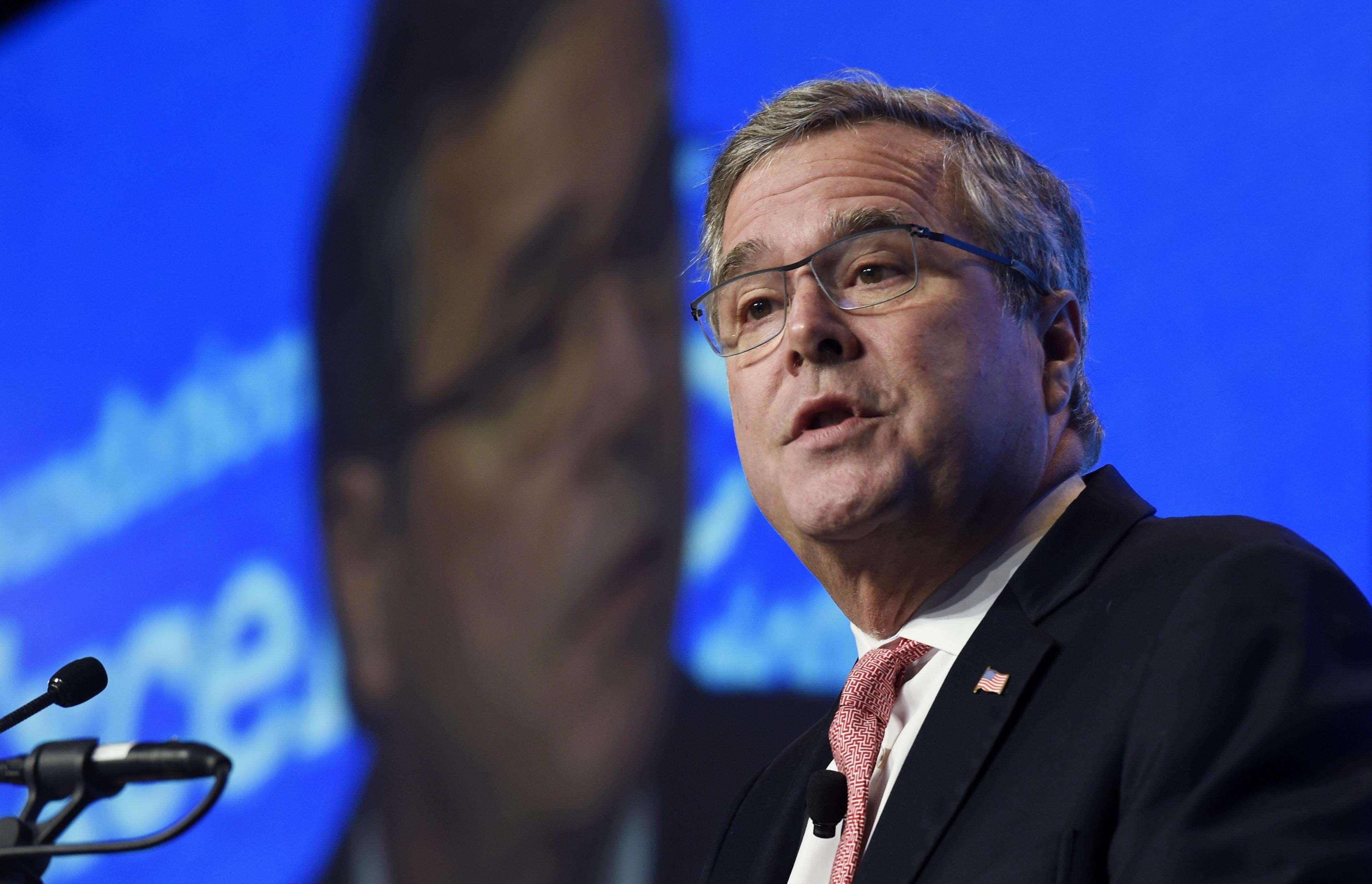 En esta imagen del 20 de noviembre del 2014, el ex gobernador floridano Jeb Bush habla en Washington. Foto: AP en español