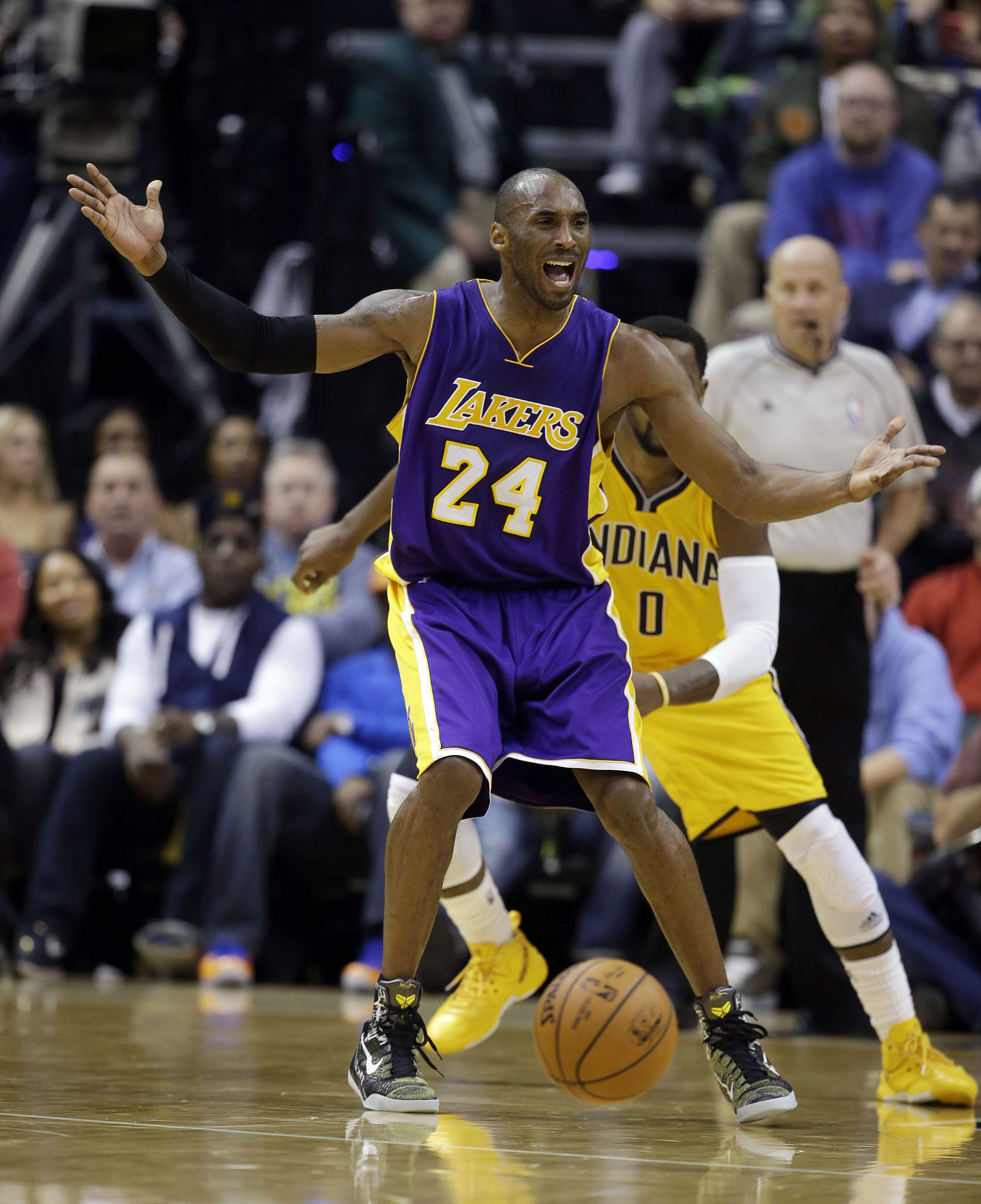 Kobe tiene su lugar asegurado en la historia de los Lakers como uno de los más grandes. Foto: AP