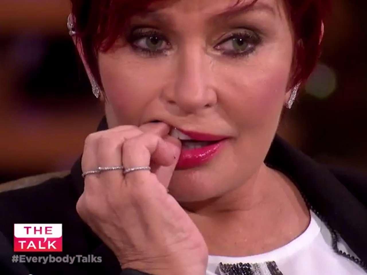 Sharon Osbourne discutía los temas del día cuando perdió su diente. Foto: Youtube.com/The Talk