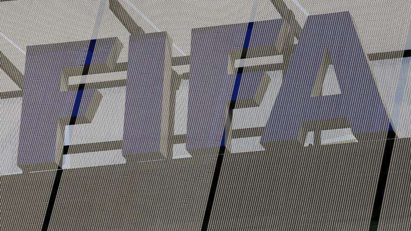 The logo of soccer's international governing body FIFA is seen on its headquarters in Zurich October 3, 2013. Foto: Arnd Wiegmann/Reuters