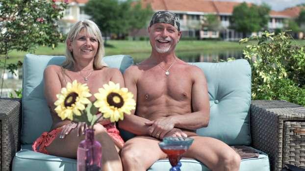 Nos EUA, vários programas adotaram a fórmula de colocar os participantes totalmente nus Foto: TCL / Reprodução