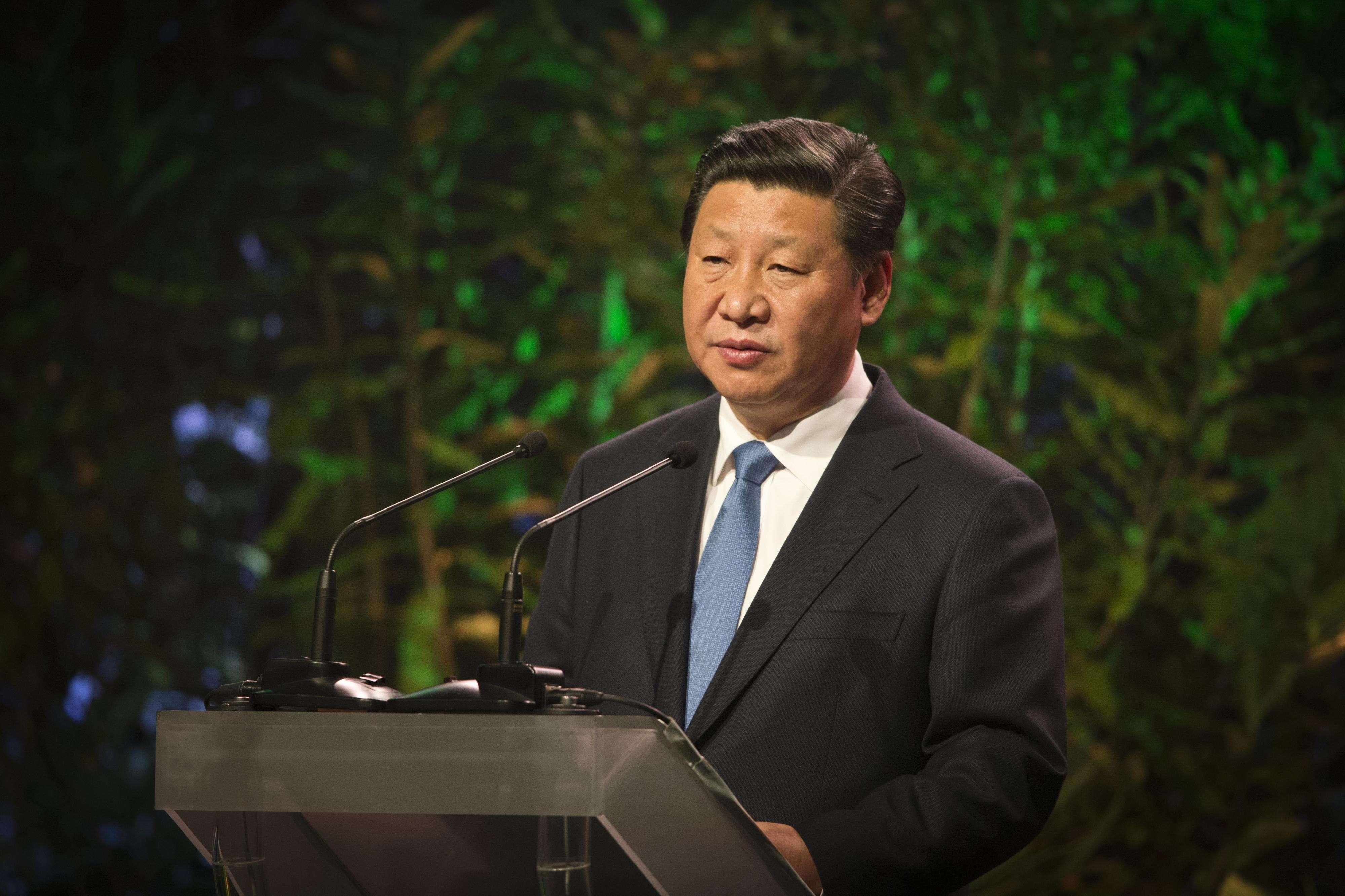 """Xi Jinping realizou vários atos de """"afabilidade"""" em seus dois anos de governo, que incluíram ir comer em um restaurante popular de Pequim a passear sem aviso prévio pela turística Rua de Nanluoguxiang Foto: AFP"""