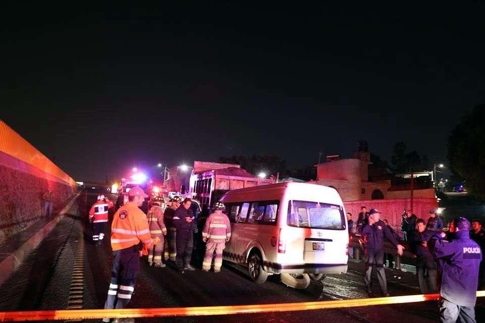 Personal de distintas corporaciones de emergencias llegaron al lugar y de inmediato comenzaron a atender a las personas que resultaron lesionadas. Foto: Reforma