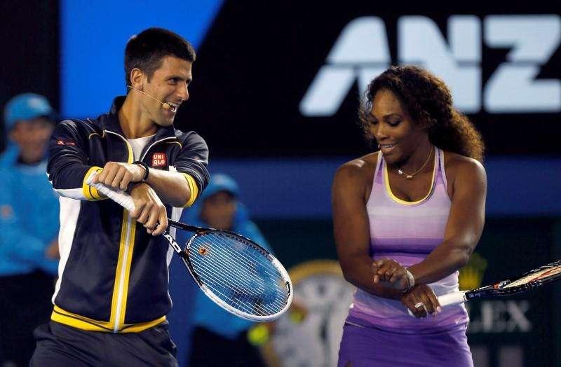 Tenistas Novak Djokovic e Serena Williams durante apresentação antes do Aberto da Austrália, em Melbourne. 12/01/2013. Foto: Damir Sagolj/Reuters