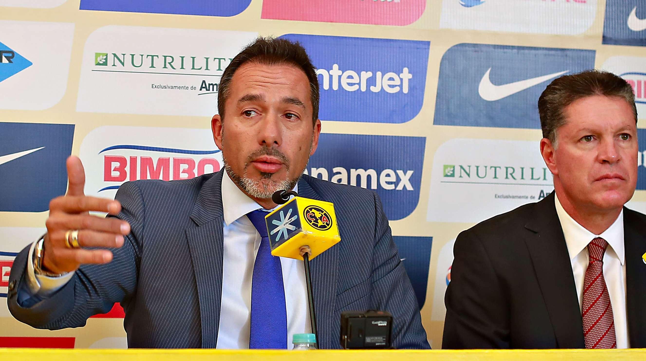 Gustavo Matosas y Ricardo Peláez, durante la presentación del nuevo técnico de las Águilas. Foto: Imago7