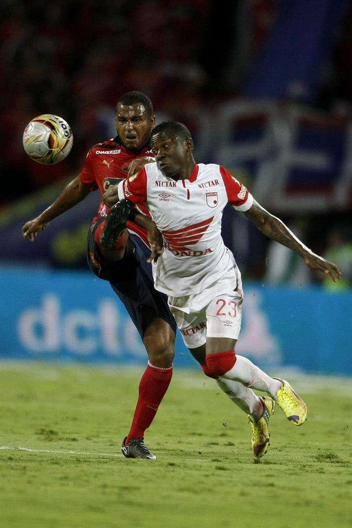 En el segundo tiempo Independiente Santa Fe reaccionó. Llegó al empate por medio de Francisco Meza. Foto: EFE en español