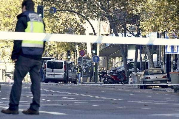 Homem desempregado lançou veículo contra a sede do partido popular, em Madri Foto: Ansa Brasil/Reprodução