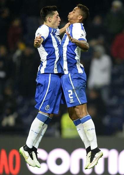 Herrera fue el primero en festejar con Danilo, tras el 4-0. Foto: AFP en español