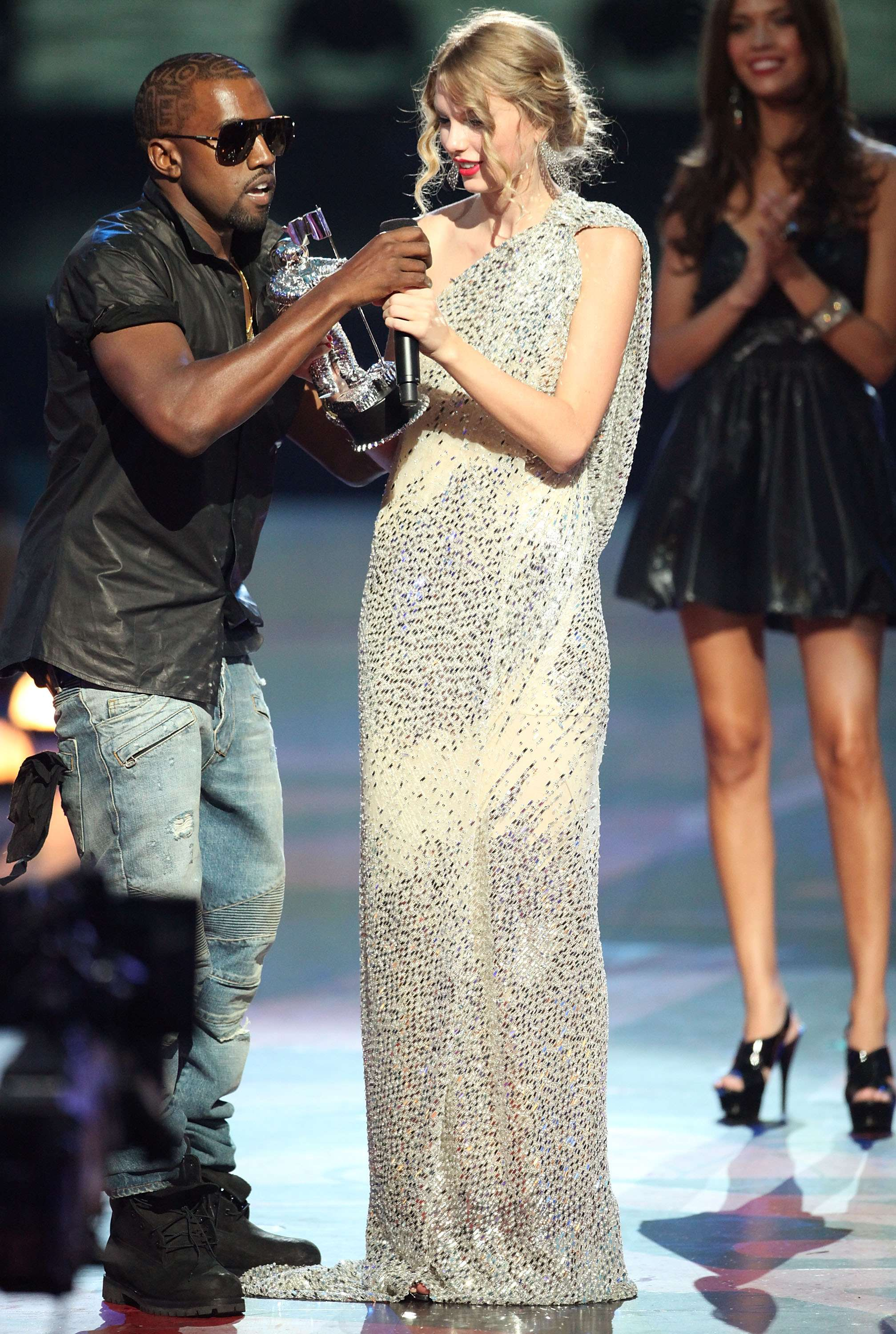 Kanye West avergonzó a Taylor Swift en los Video Music Awards del 2009. Foto: Getty Images