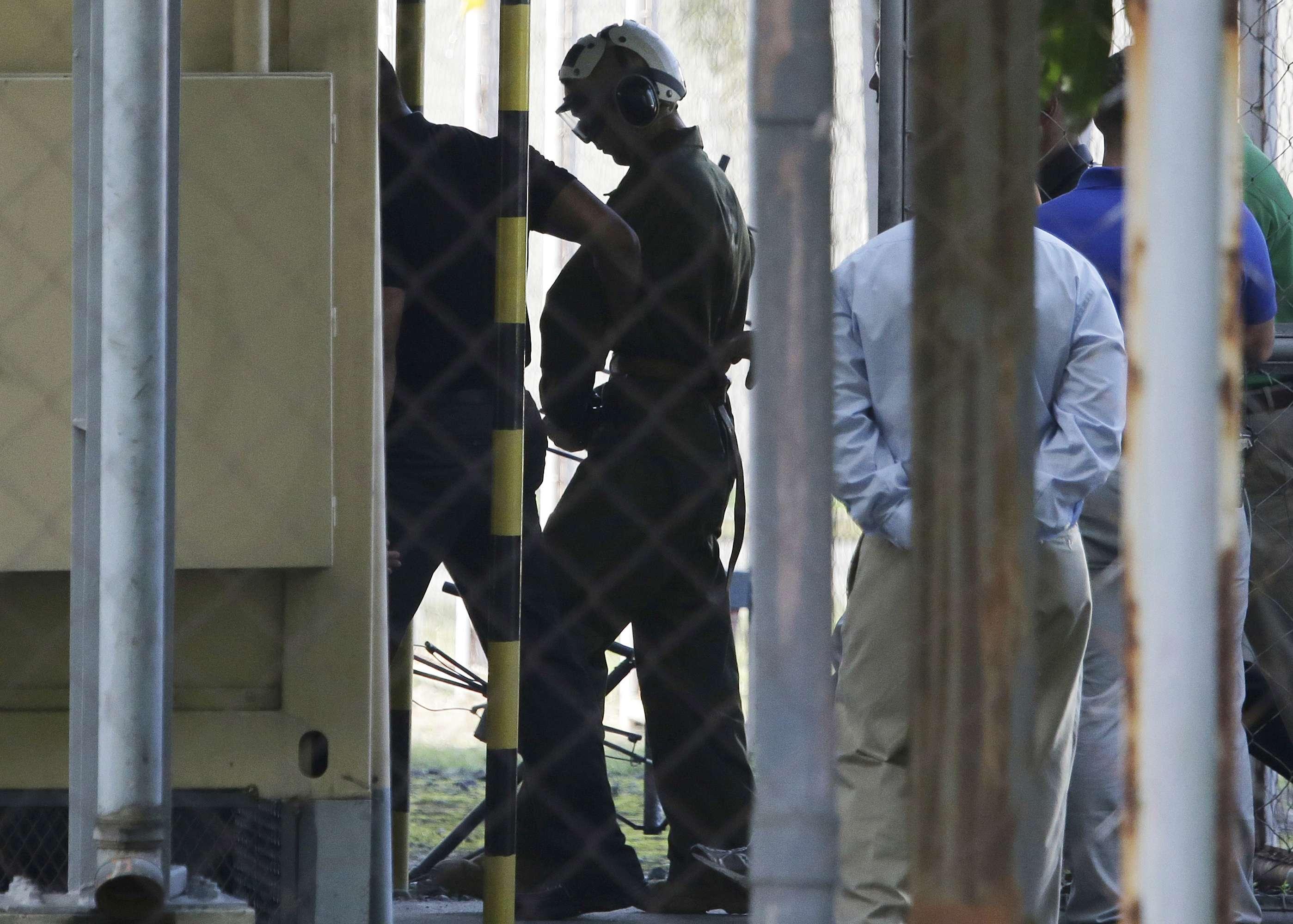 el marine estadounidense Joseph Scott Pemberton, sospechoso del asesinato de una filipina transgénero, es llevado al complejo de detenciones en el cuartel general militar de campo Aguinaldo, en Quezón City, Filipinas. Foto: AP en español