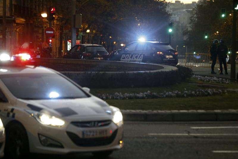 """Vista de la calle Génova de Madrid, donde un empresario, que dice estar """"arruinado"""" ha estrellado contra el edificio de la sede del PP un coche cargado con dos bombonas de gas. Foto: EFE en español"""