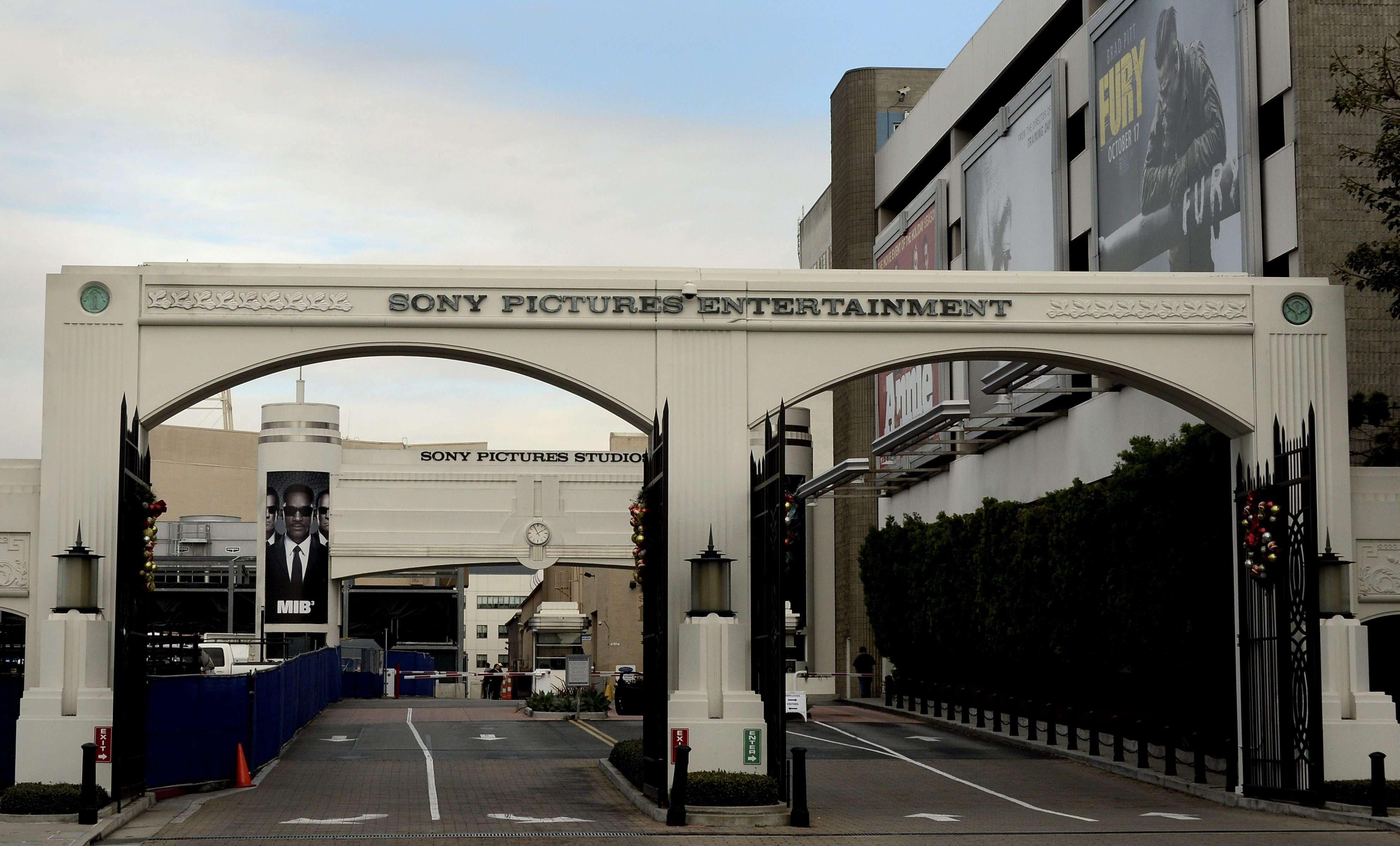 Entrada a los estudios de Sony Pictures Entertainment en Culver City (Estados Unidos) ayer, jueves 18 de diciembre de 2014. Foto: EFE en español