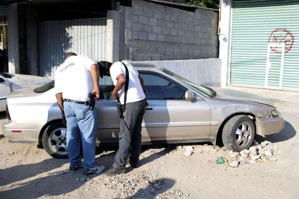 Ayer, fueron localizados dos cadáveres en una cajuela de un automóvil en Acapulco. Foto: Reforma