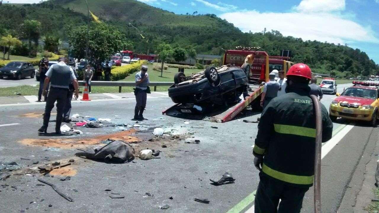 De acordo com a Polícia Rodoviária, o acidente aconteceu por volta das 11h e deixou o trânsito lento na região Foto: Marcelo Roque Redeling/vc repórter