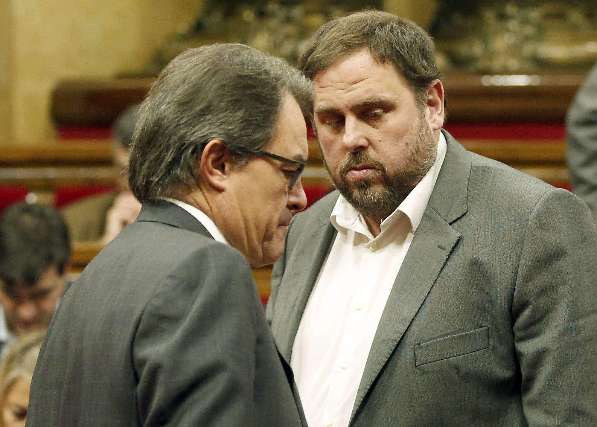 El presidente de la Generalitat, Artur Mas (i) , y el líder de ERC, Oriol Junqueras (d). Foto: EFE en español