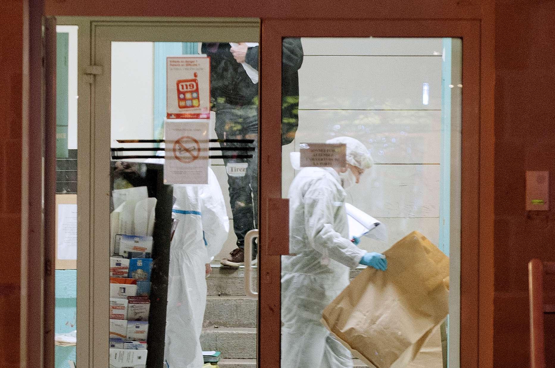Perícia trabalha em local onde houve ataque na cidade francesa Foto: AFP