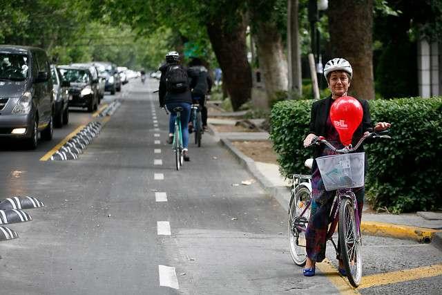 La alcaldesa de Providencia inauguró la nueva ciclovía Ricardo Lyon en la comuna de Providencia, iniciativa que forma parte de la agenda de movilidad sostenible de la comuna. Foto: Agencia UNO