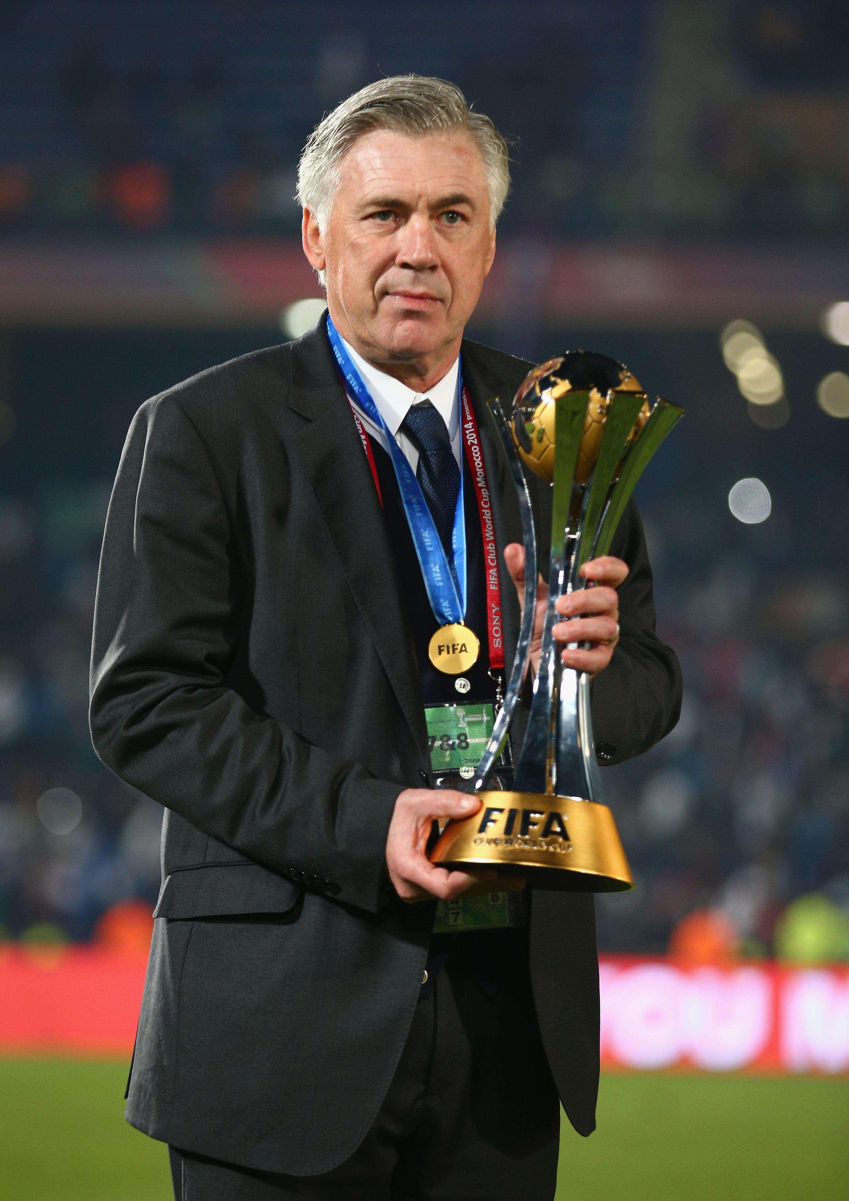 Ancelotti presumiendo el título. Foto: Getty Images