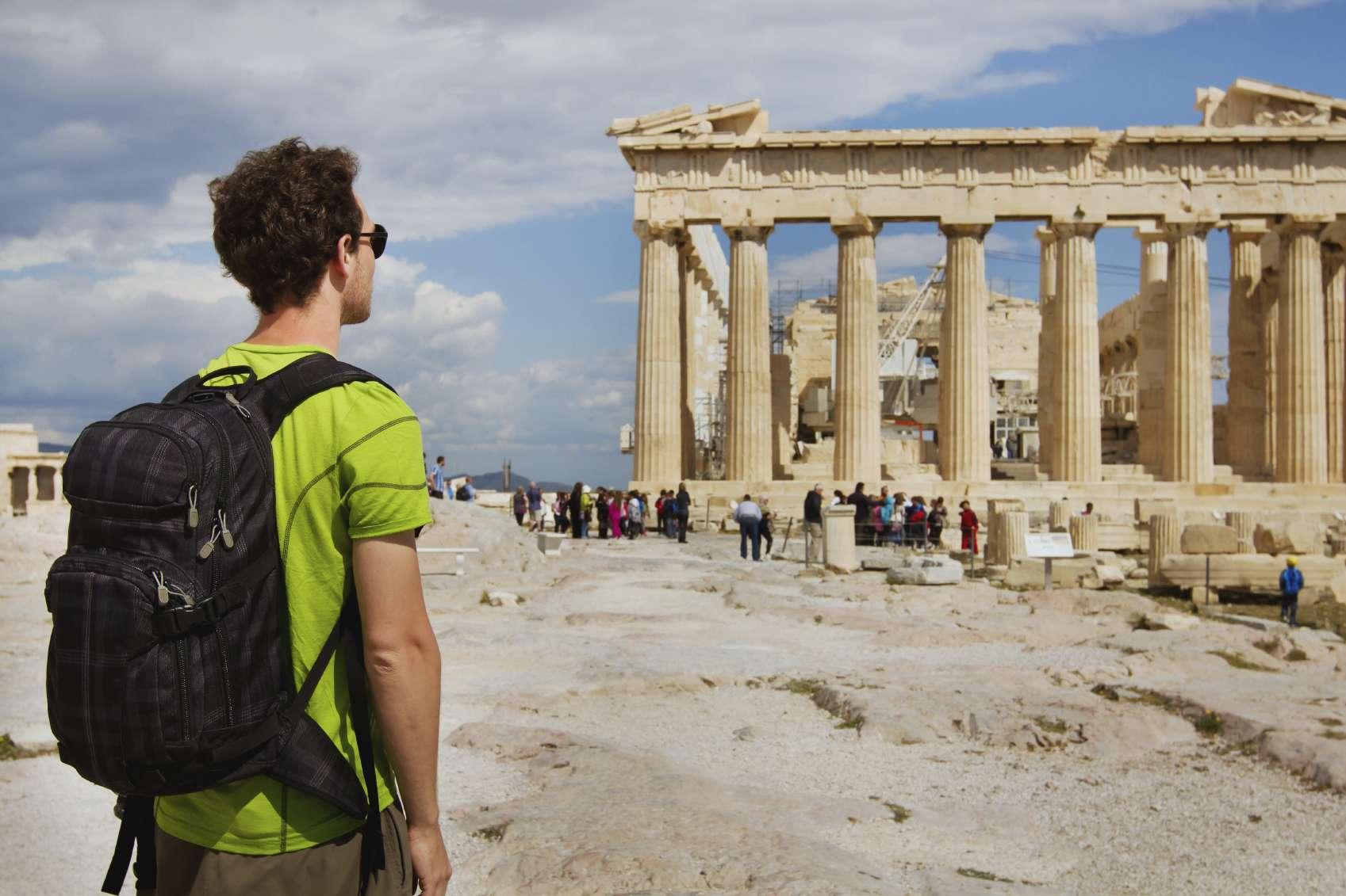 Los solteros ya no sienten pena por viajar solos, al contrario, disfrutan de su condición. Foto: iStock