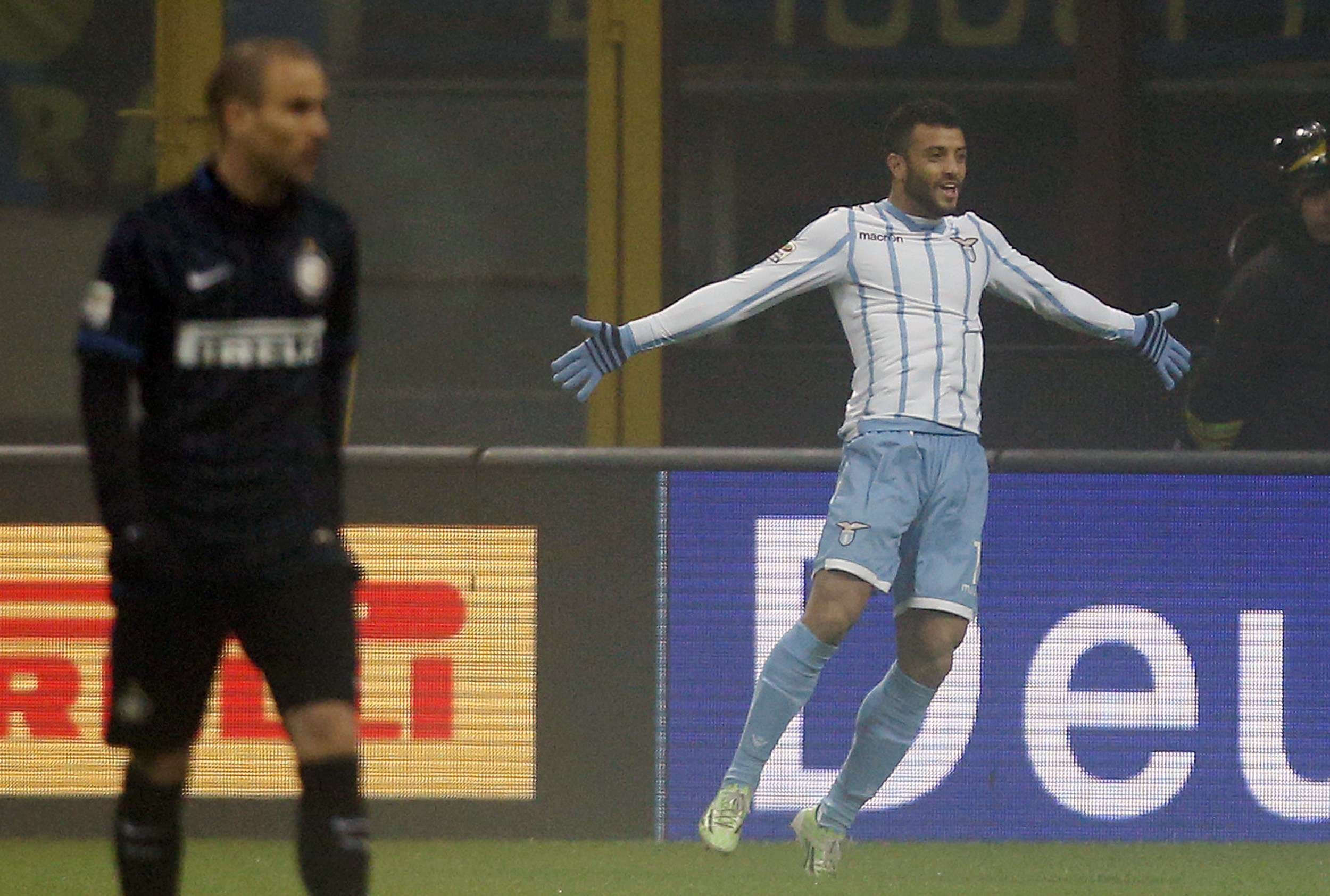 Lazio's Felipe Anderson celebrates after scoring against Inter Milan during their Italian Serie A soccer match at the San Siro stadium in Milan December 21, 2014. REUTERS/Alessandro Garofalo (ITALY - Tags: SPORT SOCCER) Foto: ALESSANDRO GAROFALO/REUTERS