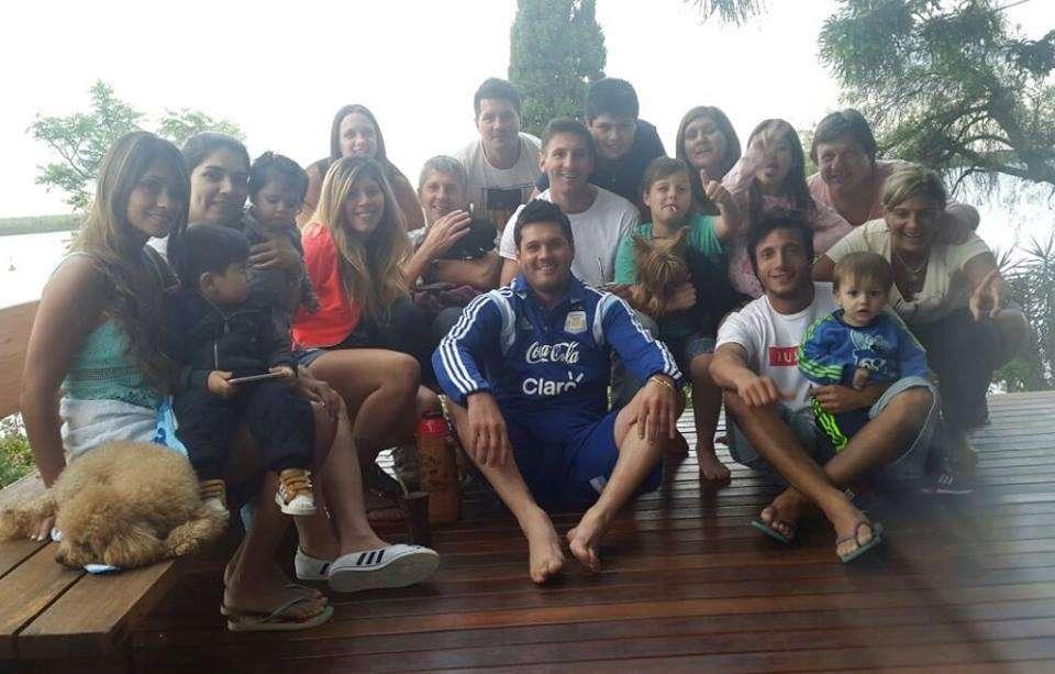Messi junto a sus familiares, en su Rosario natal. Foto: Facebook Leo Messi