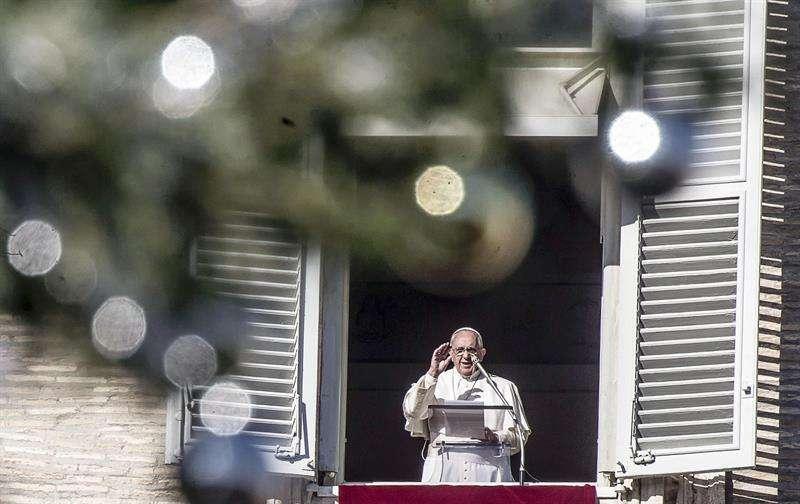 El Papa desde su balcón en la plegaria de este domingo Foto: EFE en español