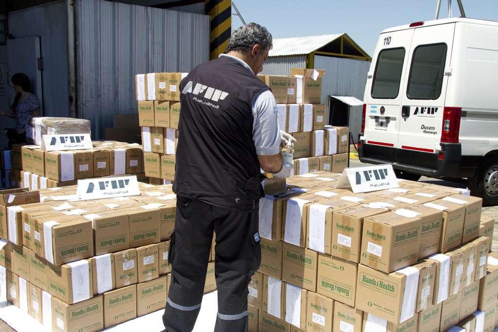 En total se incineraron 957 cajas con 6 botellas cada una de alcohol en gel con cocaína. Foto: Noticias Argentinas