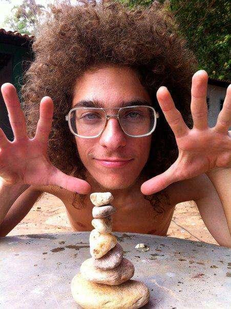 Apenas com passagens para tentar encontrar Artur Paschoali já foram gastos mais de R$ 100 mil Foto: Facebook