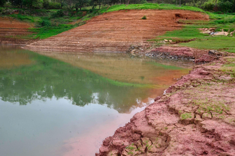 Vista do reservatório do Jaguari, em Jacareí (SP), que abastece o Sistema Cantareira, em 16 de dezembro Foto: Nilton Cardin/Futura Press