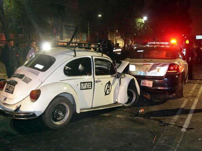 Tres uniformados fueron atendidos por golpes provocados por el vehículo del conductor, y sólo uno fue llevado a un hospital. Foto: Reforma/Gerardo Olvera