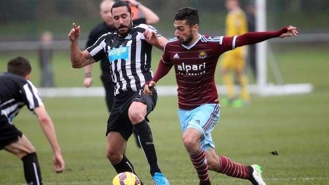 Jonás Gutiérrez en acción después de un año sin jugar de manera oficial. Foto: facebook Newcastle