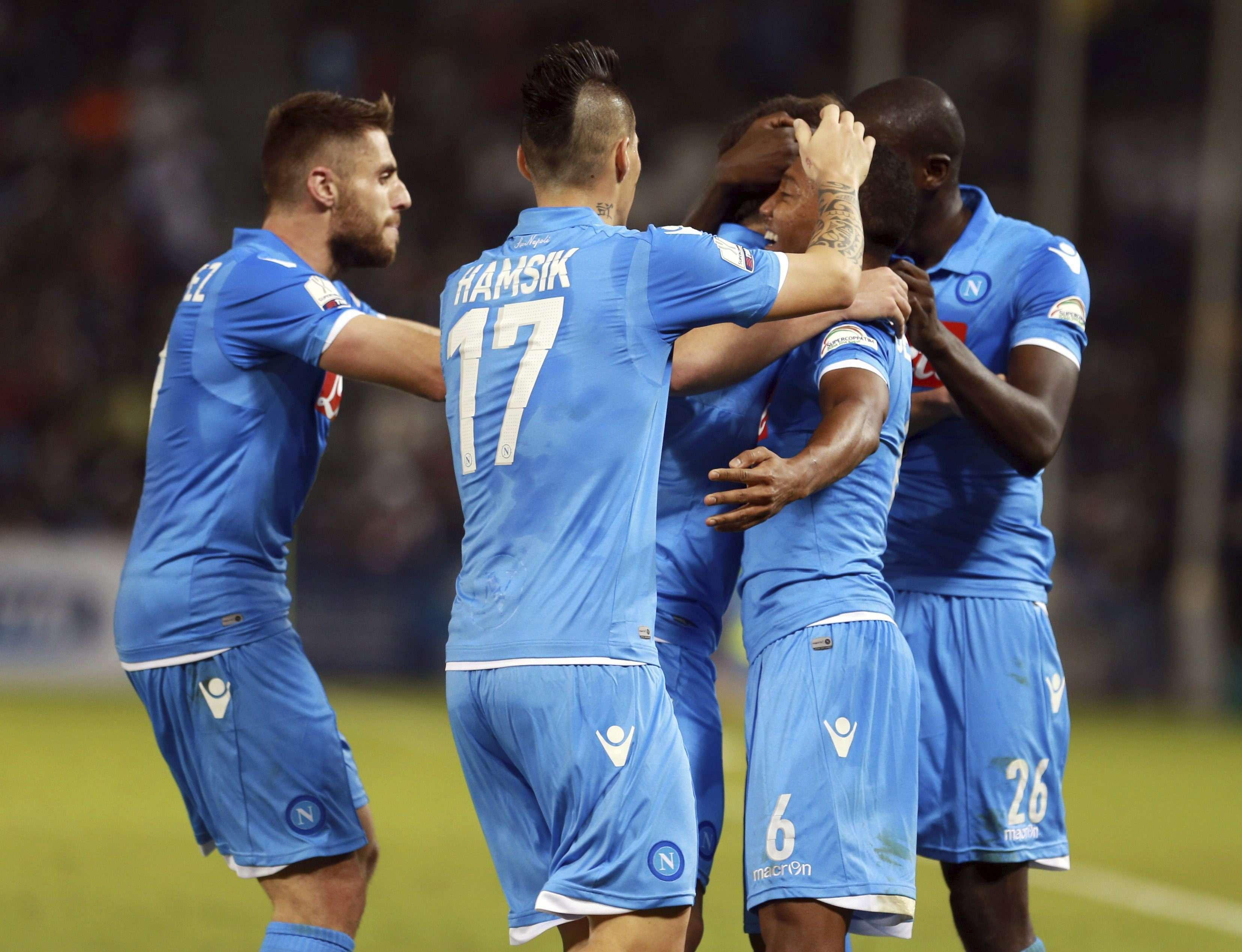 Jogadores do Napoli vibram com gol marcado Foto: EFE