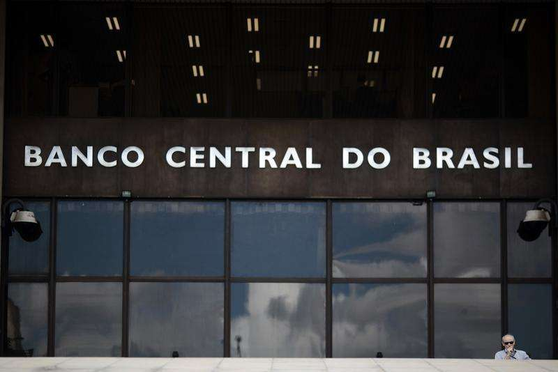 Homem sai da sede do Banco Central, em Brasília. 15/01/2014 Foto: Ueslei Marcelino/Reuters