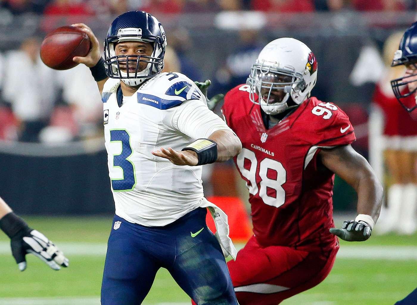 Russell Wilson lanzó dos pases de anotación y logró otro touchdown mediante un acarreo, para que los campeones Seattle Seahawks aplastaran 35-6 a los Arizona Cardinals y se embolsaran prácticamente el título en la División Oeste de la Conferencia Nacional. Foto: AP
