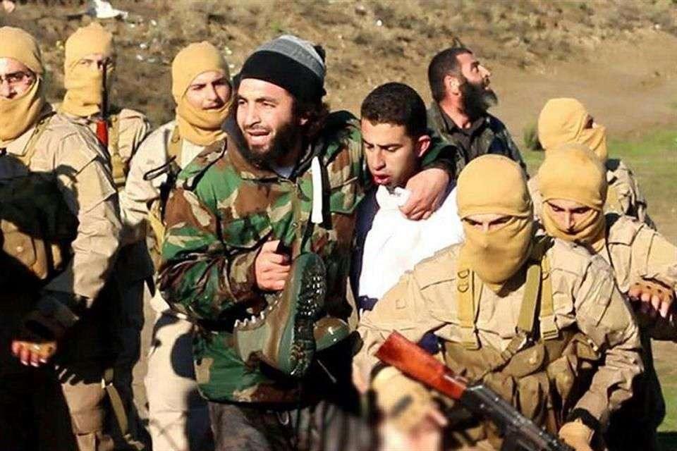 El piloto fue identificado como Maaz al-Kassasbeh, un subteniente de 26 años Foto: AFP en español