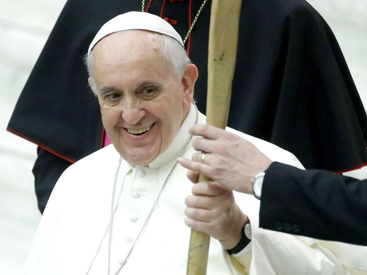 Tras su discurso, el obispo de Roma llevará personalmente al Niño Jesús desde el trono delante del altar en el que estará expuesto durante la Misa hasta la cuna en el Nacimiento instalado en la basílica vaticana Foto: EFE en español