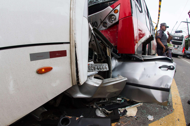 Segundo a Companhia de Engenharia de Trafego (CET), o acidente aconteceu por volta das 17h Foto: Wesley Rodrigo/Futura Press