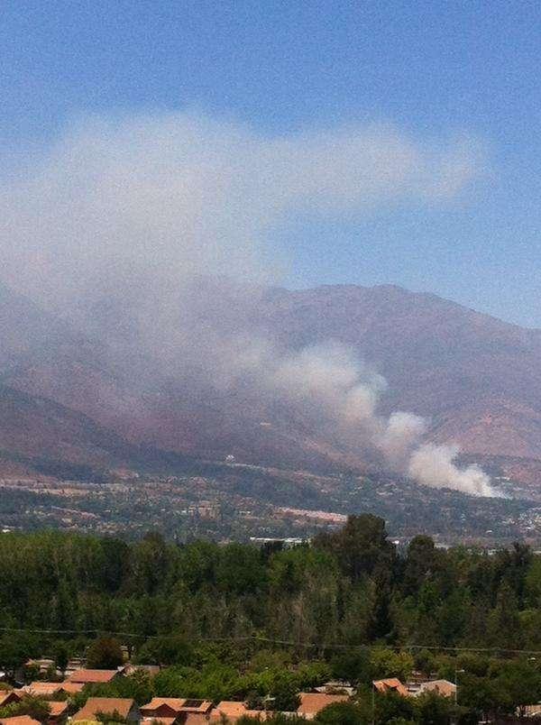 El incendio de Quebrada de Macul pudo ser visto de diferentes sectores de Santiago. Foto: Twitter @Octavacbn