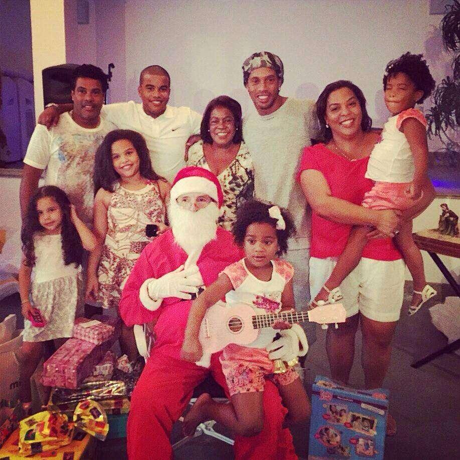 Ronaldinho festeja natal com familiares Foto: Facebook/Reprodução