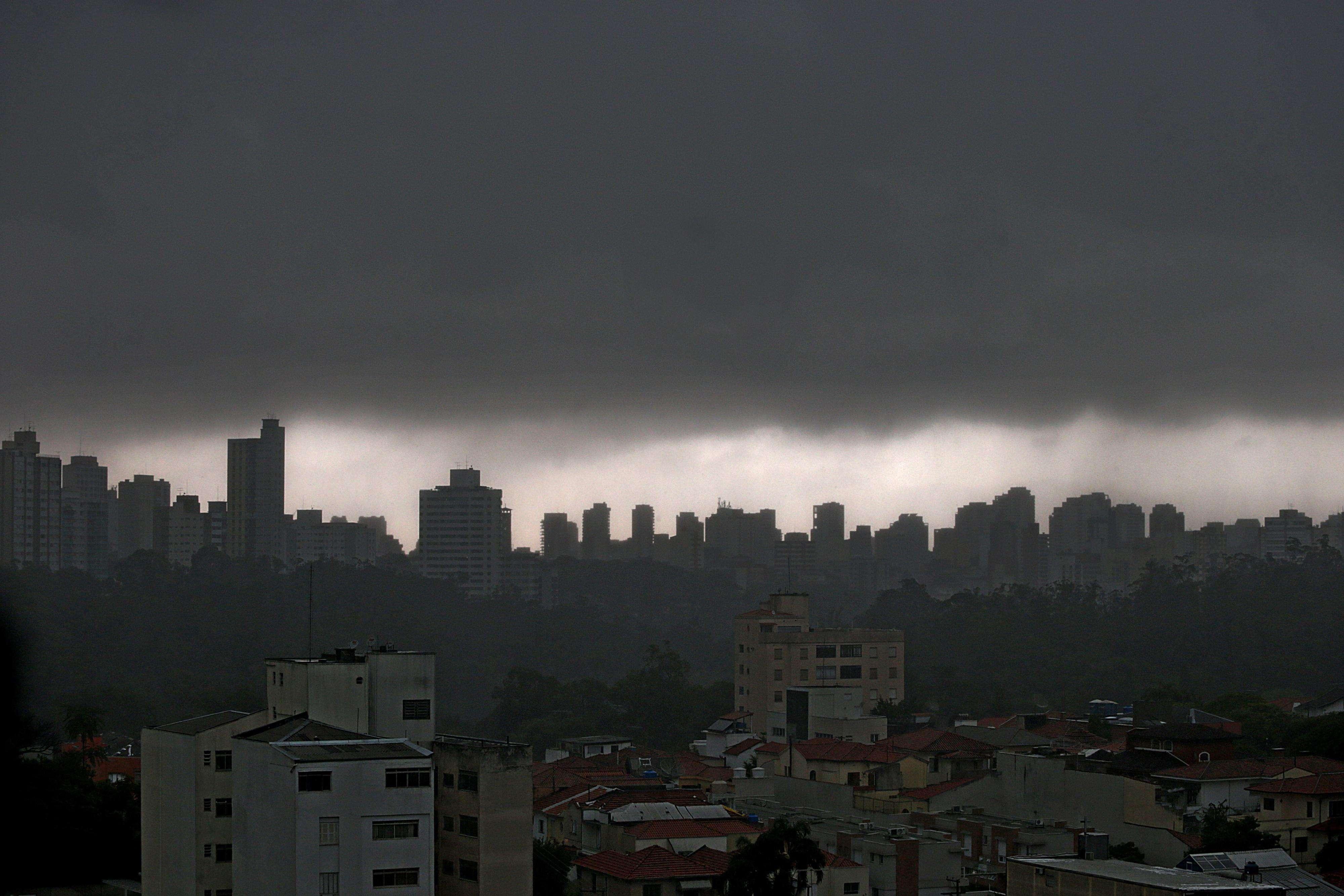 Nuvens carregadas pairam sobre o bairro da Aclimação, em São Paulo Foto: Paulo Pinto/Fotos Públicas