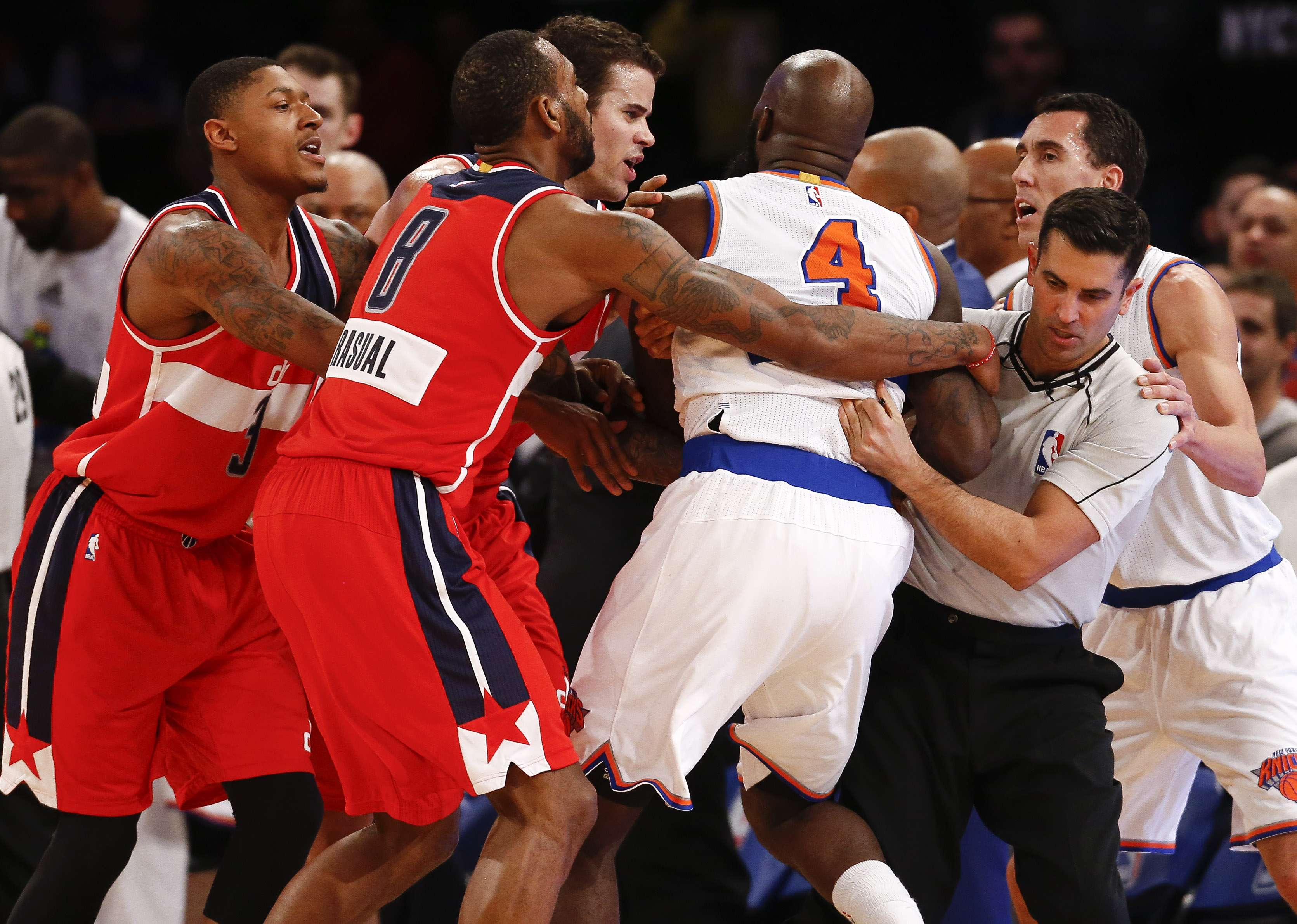 Briga marca fim de partida da NBA Foto: Jeff Zelevansky/Getty Images