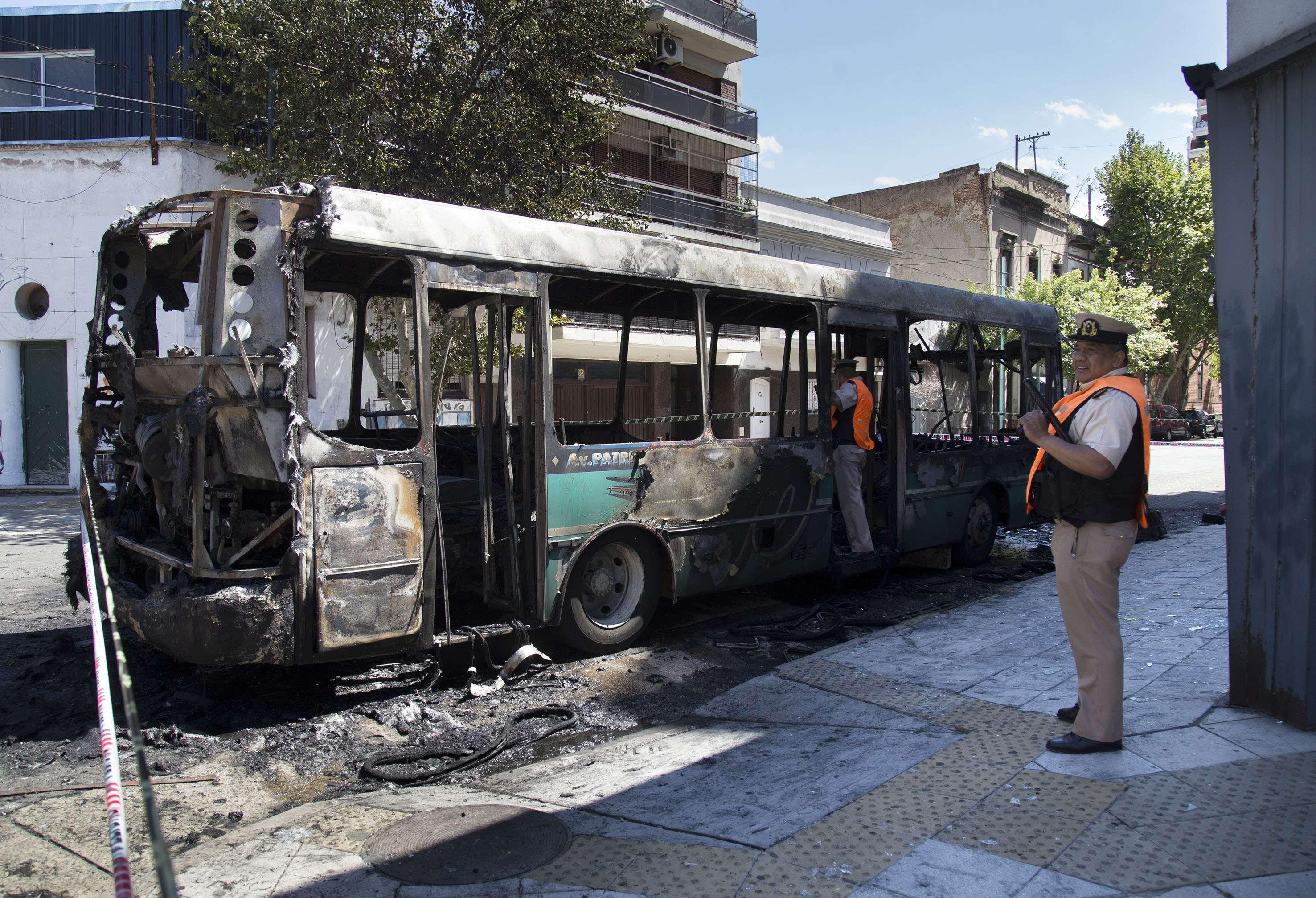 Así quedó el interno de la línea 10. Foto: Noticias Argentinas