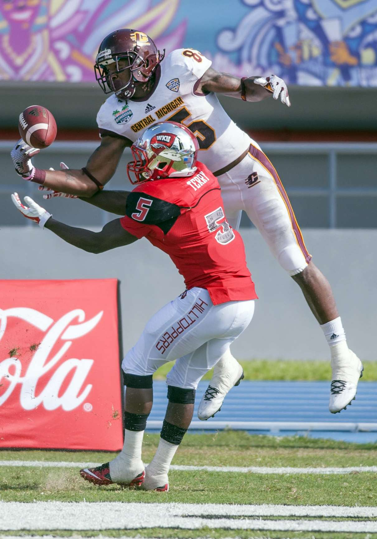 Western Kentucky superó a Central Michigan 49-48 en el primer Bahamas Bowl Foto: AP