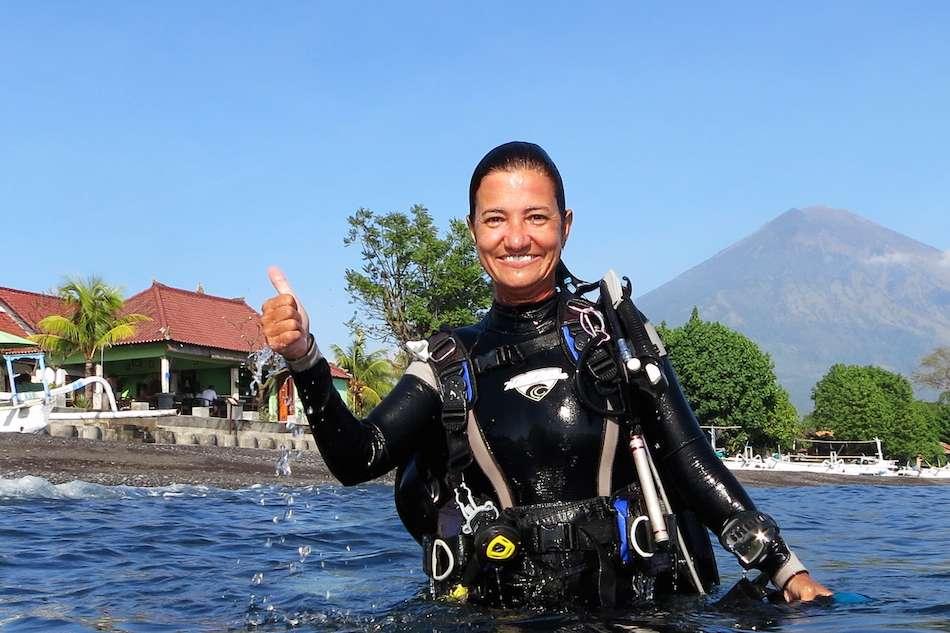 Karina Dubeux lançou há alguns anos um livro no qual contou sua experiência no tsunami Foto: BBCBrasil.com