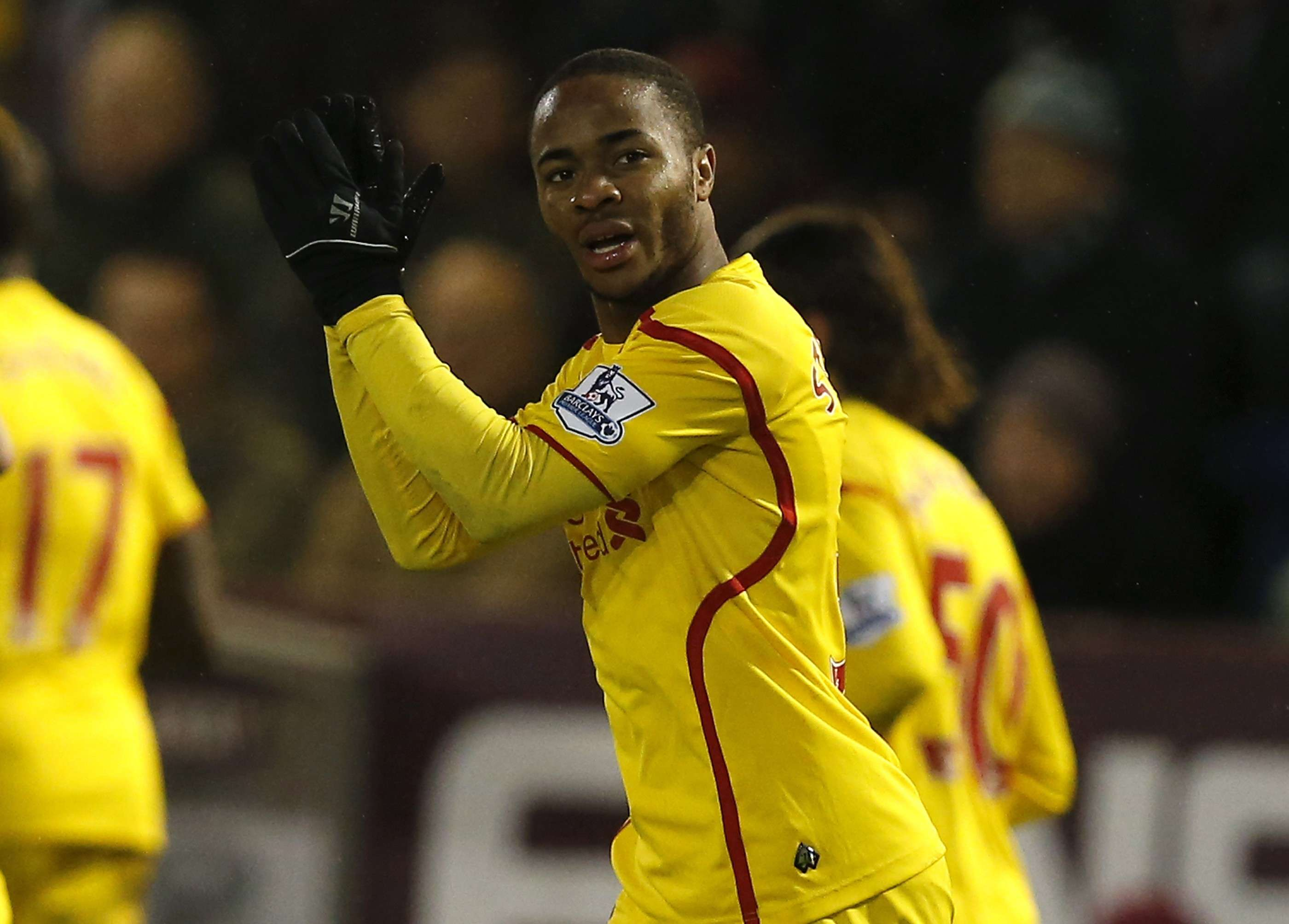 """Liverpool's Raheem Sterling celebrates after scoring the opening goal during their English Premier League soccer match against Burnley at Turf Moor in Burnley, northern England December 26, 2014. REUTERS/Andrew Yates (BRITAIN - Tags: SPORT SOCCER) NO USE WITH UNAUTHORIZED AUDIO, VIDEO, DATA, FIXTURE LISTS, CLUB/LEAGUE LOGOS OR """"LIVE"""" SERVICES. ONLINE IN-MATCH USE LIMITED TO 45 IMAGES, NO VIDEO EMULATION. NO USE IN BETTING, GAMES OR SINGLE CLUB/LEAGUE/PLAYER PUBLICATIONS. FOR EDITORIAL USE ONLY. NOT FOR SALE FOR MARKETING OR ADVERTISING CAMPAIGNS Foto: ANDREW YATES/REUTERS"""